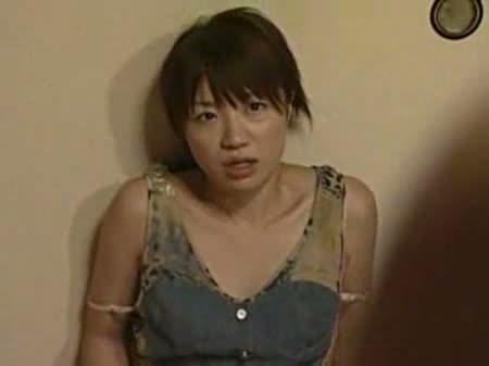 美乳な美人若妻が手マンオナニーを覗かれ、そのまま押し倒され犯されるキモオヤジガチレイプ。