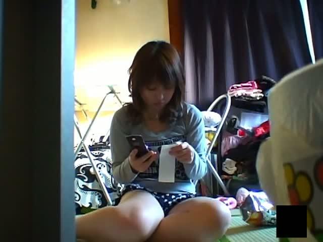 妹のオナニー 自室でこっそりオマンコいじる女の子